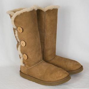 Uggs Bailey Button Triplet Tall size 11